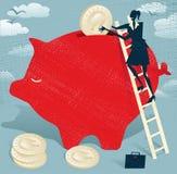 Η αφηρημένη επιχειρηματίας κερδίζει χρήματα στην τράπεζα Piggy. Στοκ Εικόνες