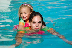 Piggy back swimming Royalty Free Stock Photography