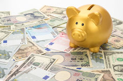 Piggy Bank on Banknotes Royalty Free Stock Photos