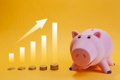 Piggy bank and coins chart rise Royalty Free Stock Photography