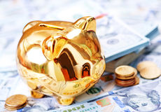 Piggy bank and money Royalty Free Stock Photos