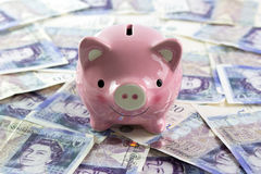 Piggy bank with pound sterling Royalty Free Stock Photography