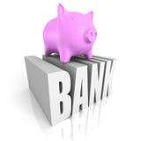 Piggy Geld-Kasten auf BANK Wort Die goldene Taste oder Erreichen für den Himmel zum Eigenheimbesitze Lizenzfreies Stockbild