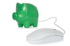 Piggy packa ihop med datormusen Royaltyfri Fotografi