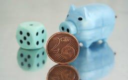 Piggy packa ihop och 2 cents Royaltyfri Foto