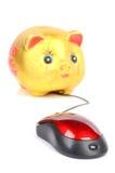 Piggy packa ihop och datormusen Arkivfoton
