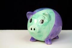 Piggy Querneigung auf Schwarzem Stockbilder