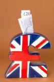 Piggy Querneigung des BRITISCHEN Poundsymbols stockfotos