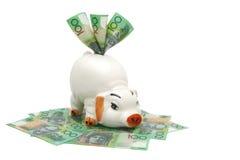Piggy Querneigung mit australischem Geld Lizenzfreie Stockbilder