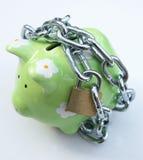 Piggy Querneigung mit Vorhängeschloß lizenzfreie stockfotos
