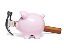 Piggy Querneigung und Hammer Lizenzfreies Stockfoto