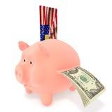 Piggy Querneigung und Kreditkarte US Stockbilder