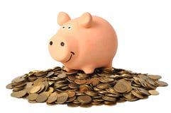 Piggy Querneigung und Münzen stockfoto