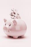 Piggy Querneigung und Puzzlefinanzverwirrung Lizenzfreie Stockfotos