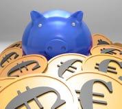 Piggybank在显示欧洲储蓄的硬币包围 免版税库存图片
