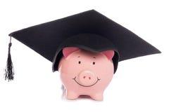 Piggybank con el sombrero de la tarjeta del mortero Imágenes de archivo libres de regalías