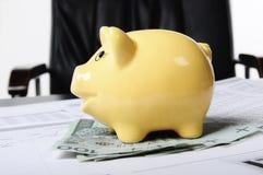 Piggybank e dinheiro Fotos de Stock