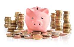 Piggybank en el dinero euro fotos de archivo