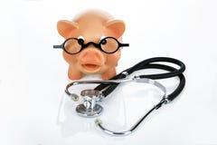 Piggybank met Stethoscoop stock afbeeldingen