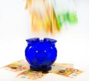 Piggybank op contant geld Stock Afbeelding