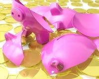 Piggybank quebrado muestra crisis monetaria Foto de archivo libre de regalías
