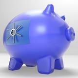 Piggybank seguro mostra o dinheiro das economias protegido fixado Fotografia de Stock Royalty Free