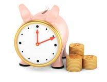 Piggybank z zegarową twarzą i stertą złociste monety Zdjęcia Royalty Free