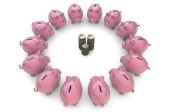 Piggybanks вокруг монеток Стоковое Изображение