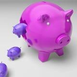 Piggybanks dentro de Piggybank muestra ingresos de la inversión Imagen de archivo