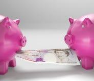 Piggybanks die Geld eten toont Gedeelde Besparingen Royalty-vrije Stock Foto