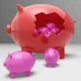 Piggybanks innerhalb Piggybank, das Einsparung zeigt Stockfotos