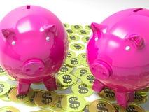 Piggybanks på förtjänster för myntshowamerikan Royaltyfria Foton