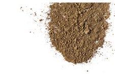 Pigmento de color marrón mate natural Polvo cosmético flojo Pigmento aislado en un fondo blanco, primer del sombreador de ojos foto de archivo libre de regalías