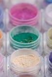 Pigmentos cosméticos coloridos del polvo Imágenes de archivo libres de regalías