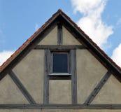 Pignon d'une vieille maison boisée Image libre de droits