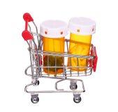 Pigułki butelka w wózek na zakupy odizolowywającym na bielu Fotografia Stock