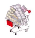 Pigułki w wózek na zakupy na bielu Obraz Stock