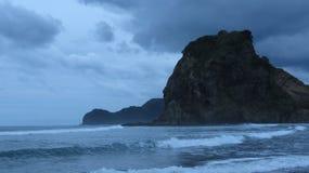 Piha strand, Nya Zeeland Royaltyfri Fotografi