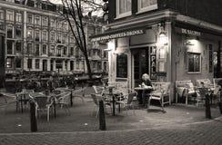 Pijący kawę samotną dalej Obraz Royalty Free