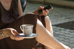 Pijący herbaty w domu Obraz Stock