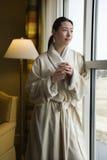 pij kawy kobieta fotografia royalty free