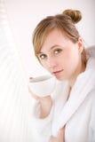 pij kawy kobieta Zdjęcie Royalty Free