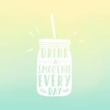 Pije smoothie codziennego Kamieniarza słój z ręką Zdjęcie Stock