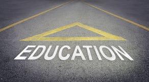 Pijl die vooruit voor betere toekomst met Onderwijs richten royalty-vrije stock afbeelding