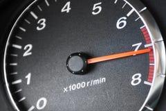 Pijl van tachometre in rode streek Stock Foto's