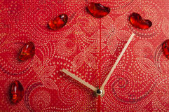 Pijlen van rode muurklok Stock Foto's
