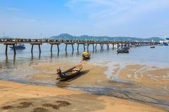 Pijler bij Chalong-Baai, Phuket, Thailand Stock Foto's