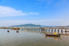 Pijler bij Chalong-Baai, Phuket, Thailand Stock Afbeeldingen