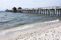 Pijler bij de Golf van de kust van Mexico Stock Foto