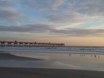 Pijler bij het strand Stock Foto's